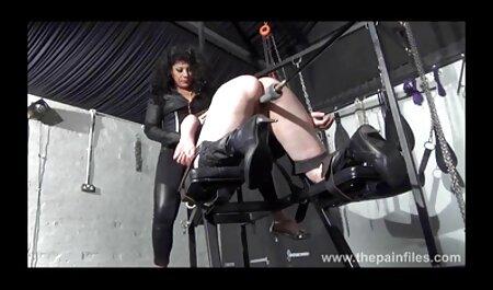 دختر انعطاف پذیر اجازه می عكس سكس از كون دهد تا یک آلت تناسلی قوی در یک پوسته تراشیده تراشیده شود