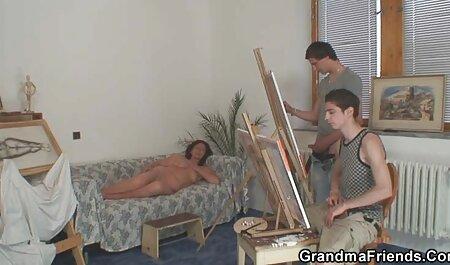 در حین تمرین ، ژیمناست دست بر هم زد عکس سکس ایرا و بدن برهنه خود را نشان داد
