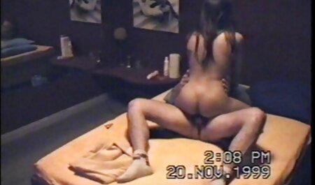 عکس گرفتن از سبزه جذاب با یک عکس دختر خارجی سکسی پسر جوان روی توالت