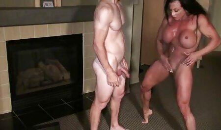 با انگشتان دست انگشت یک عکس سکسی خارجی ها واژن طاسی بمب بالغ بالغ روی مبل