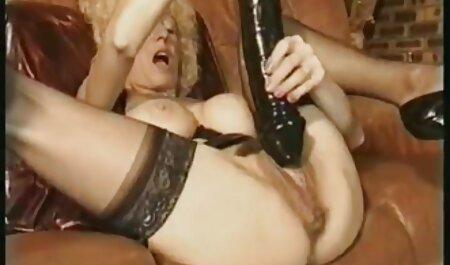 دختر پاهای باریک خود را جلوی پسر عکس سکسی جدید خارجی پخش کرد و شکاف تراشیده را به او نشان داد