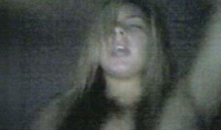 برش - Foxy Di در حالی که در الاغ می کشد یک تصاویر سکسی انجمن لوتی عامل جلوی دوربین قرار می گیرد