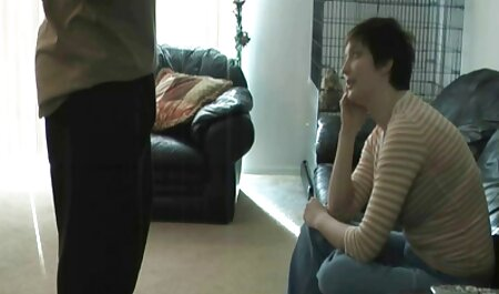 دختر عاشق یکی از دوستان تصاویر سکسی لوتی خود را روی دوربین مکید و در یک گاو نر نشست
