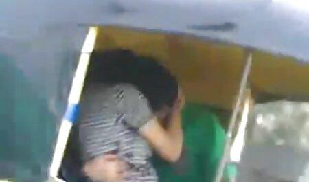 مردی که در عکس فوق سکسی ایرانی یک BMW قرار دارد جوجه می خورد