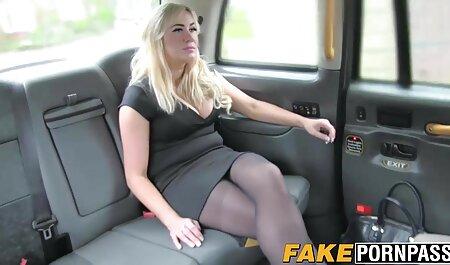 MILF روسی یک دختر جوان لزبین عکس سکس ایرا را روی نیمکت لیس می زند