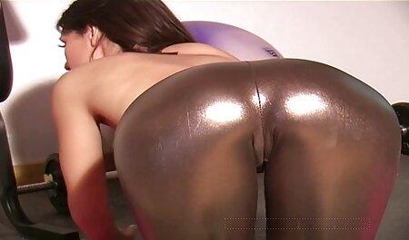 مادر داغ ، مرد جوان پا را اغوا می کند و در رابطه جنسی عکسهای متحرک سکسی ایرانی دهانی افراط می کند