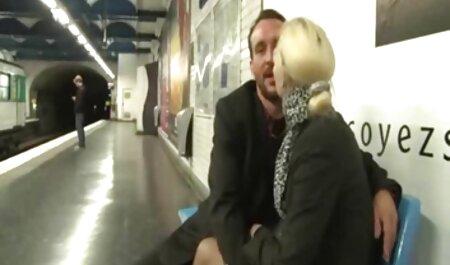 زن سبزه جوان همسر خود عكس سكسى كس را از blowjob عمیق به دوربین می دهد