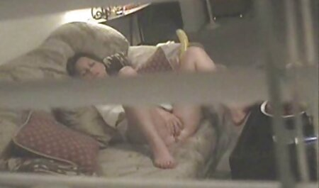 MZHM روی نیمکت دو پسر بی ادب با یک سفید عکسهای سکسی خارجی جدید برفی شلوغ زیبا
