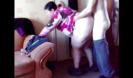 همسر در حالی که سینه های بزرگش را چروک می کند ، شوهر تصاویر سکسی لوتی را در حمام می ریزد