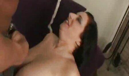 مرد عضلانی یک بلوند شلوغ را لگد می زند عكس سكس از كون